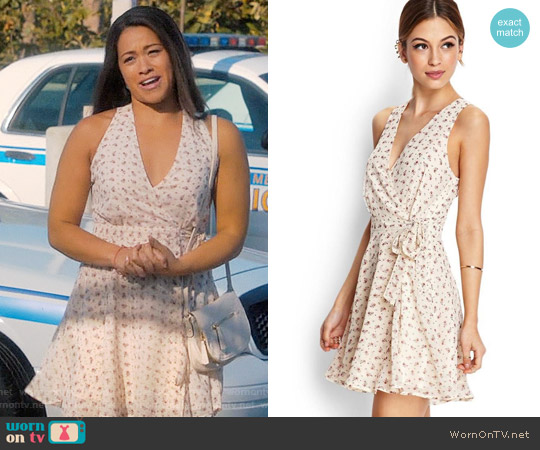 Forever 21 Subtle Floral Wrap Dress worn by Gina Rodriguez on Jane the Virgin