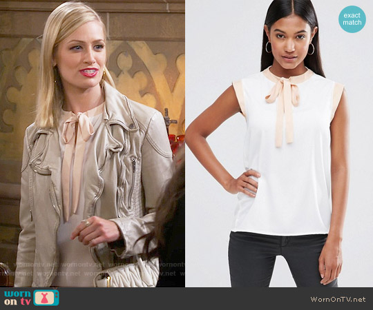 Vesper Sleeveless Blouse With Tie Neck worn by Beth Behrs on 2 Broke Girls