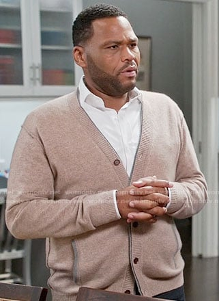Andre's beige v-neck cardigan on Black-ish