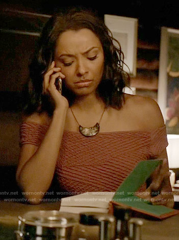 Bonnie's pink off-shoulder top on The Vampire Diaries