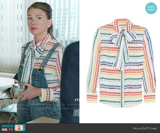 Gucci Pussy-bow printed silk shirt worn by Liza Miller (Sutton Foster) on Younger