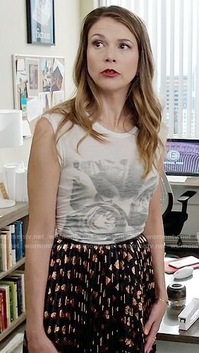 Liza's gold heart print skirt on Younger