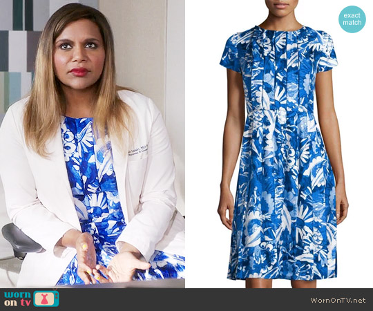 Oscar de la Renta Floral-Print Pleated Short-Sleeve Dress worn by Mindy Kaling on The Mindy Project