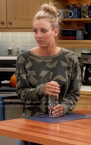 Penny's green star print sweatshirt on The Big Bang Theory