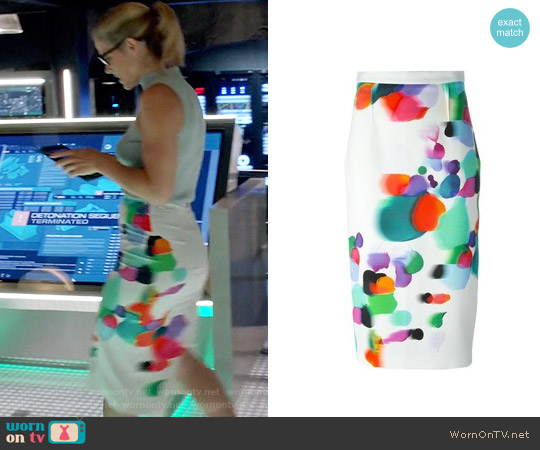 Roland Mouret Arreton Printed Skirt worn by Felicity Smoak on Arrow