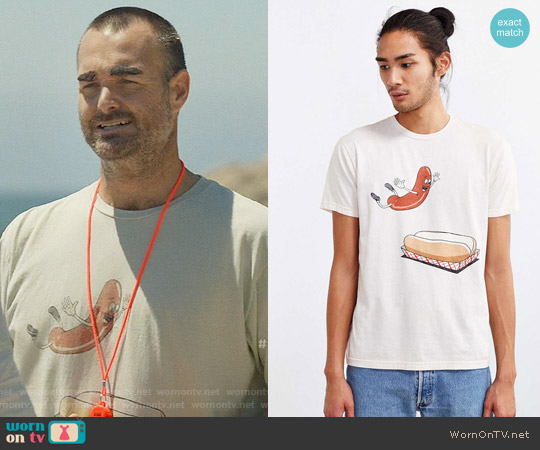 Urban Outfitters Happy Hot Dog Tee worn by Will Forte on Last Man On Earth