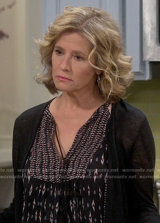 Vanessa's black printed top on Last Man Standing