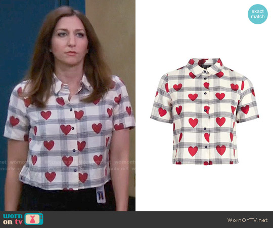 Topshop Crop Heart Check Shirt worn by Gina Linetti (Chelsea Peretti) on Brooklyn Nine-Nine