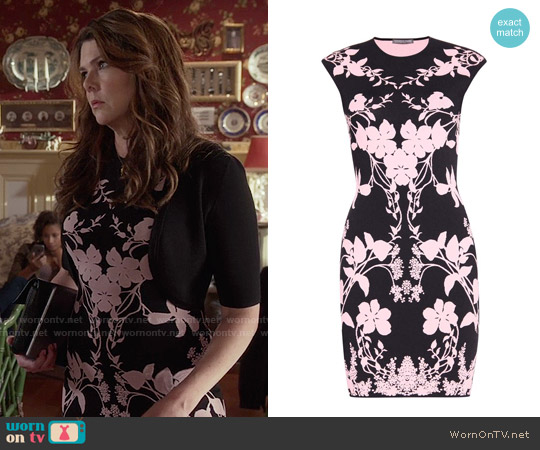 Alexander McQueen Floral-printed dress worn by Lauren Graham on Gilmore Girls