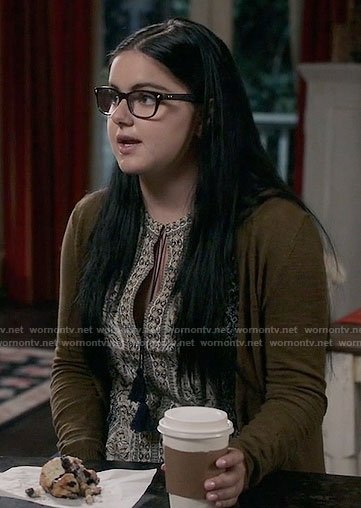 Alex's printed peasant top on Modern Family