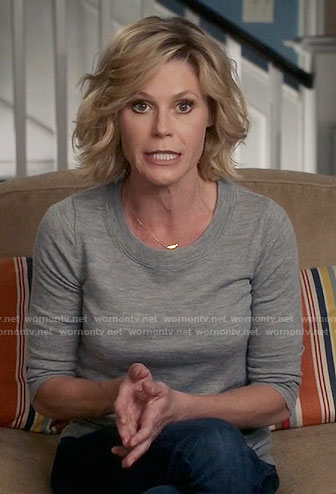 Claire's grey sweater on Modern Family