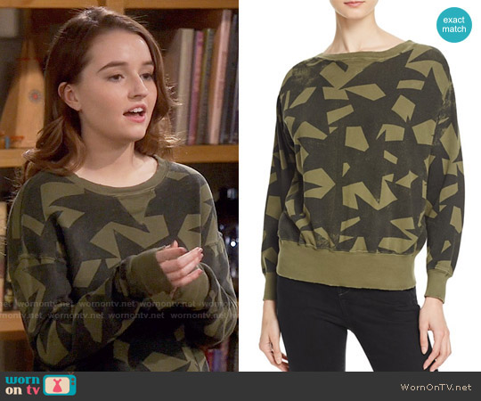 Current/Elliott The Collegiate Star Print Sweatshirt worn by Kaitlyn Dever on Last Man Standing