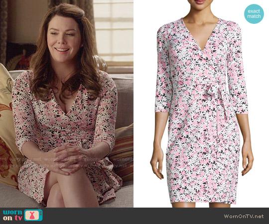 Diane von Furstenberg Julian Wrap Dress in Garden Daisy worn by Lorelai Gilmore (Lauren Graham) on Gilmore Girls