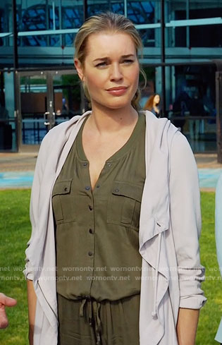 Eve's green jumpsuit on The Librarians
