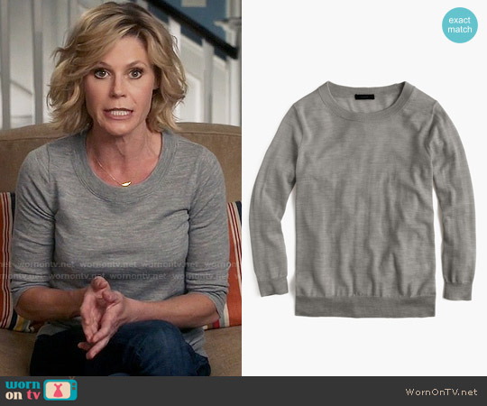 J. Crew Tippi Sweater in Hthr Smoke worn by Julie Bowen on Modern Family