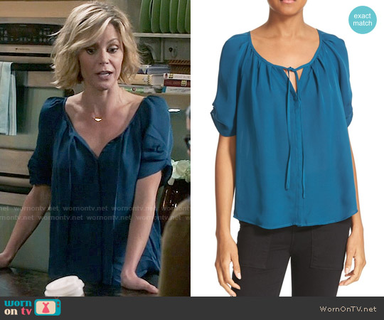 Joie Berkeley Top worn by Claire Dunphy (Julie Bowen) on Modern Family
