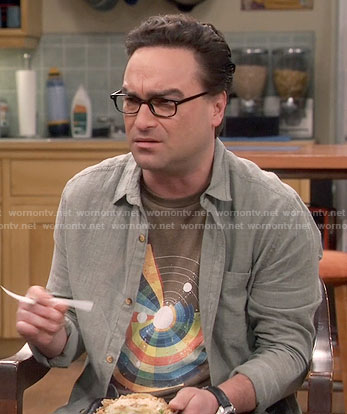Leonard's brown rainbow solar system print t-shirt on The Big Bang Theory