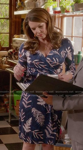 Lorelai's blue leaf printed wrap dress on Gilmore Girls: A Year in the Life