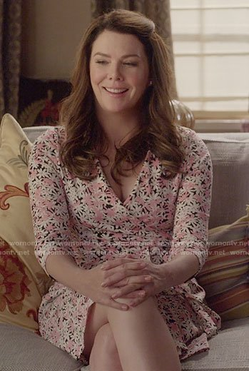 Lorelai's daisy print wrap dress on Gilmore Girls: A Year in the Life