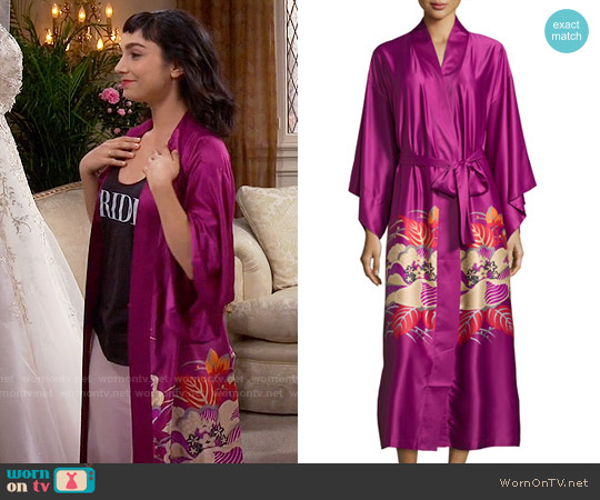 Natori Imperial Floral-Print Wrap Robe worn by  Molly Ephraim on Last Man Standing