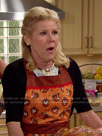 Pam's turkey print Thanksgiving apron on The Bold and the Beautiful
