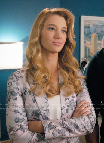 Petra's floral jacquard blazer on Jane the Virgin
