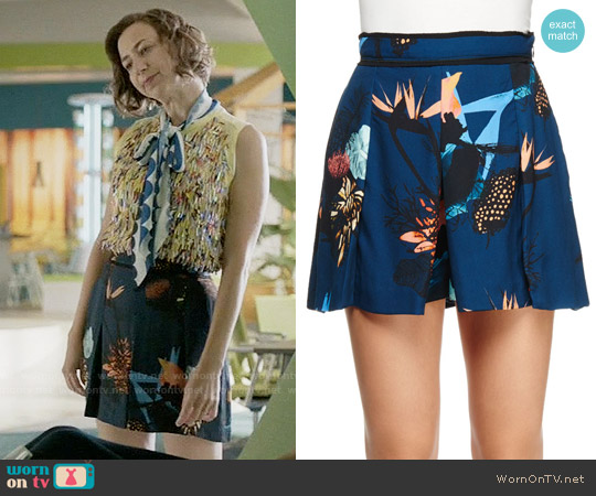 Proenza Schouler Floral-Print Pleated Shorts worn by Carol Pilbasian (Kristen Schaal) on Last Man On Earth