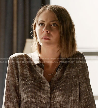 Thea's grey dotted print shirt on Arrow