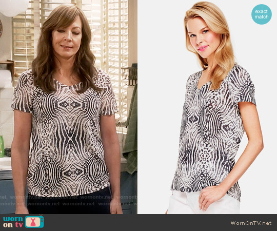 Two by Vince Camuto 'Zebra Plains' Linen Jersey Tee worn by Allison Janney on Mom