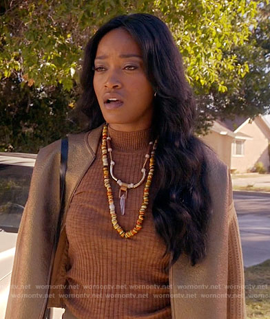 Zayday's brown ribbed top and gold jacket on Scream Queens