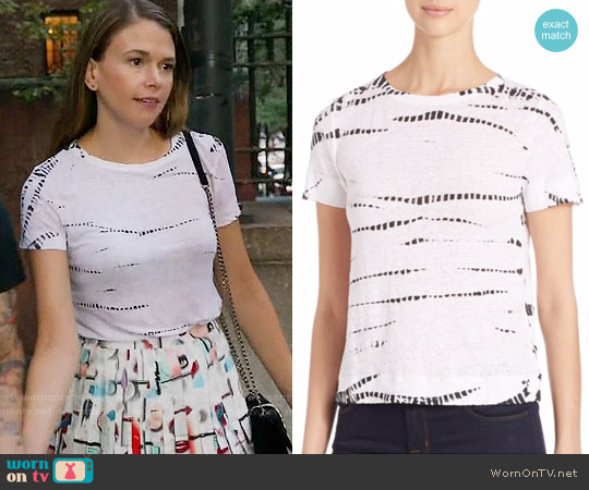 Alice + Olivia Lorraine Tee worn by Liza Miller on Younger