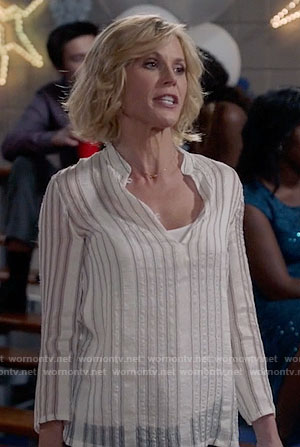 Claire's white vertical striped top on Modern Family