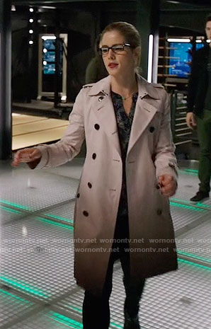 Felicity's ombre trench coat on Arrow