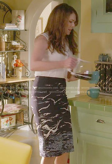 Lorelai's bird print pencil skirt on Gilmore Girls: A Year in the Life