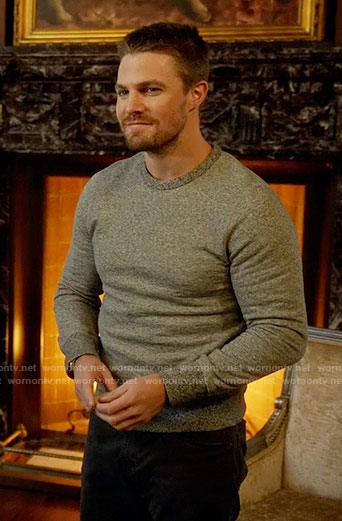 Oliver's grey sweater on Arrow