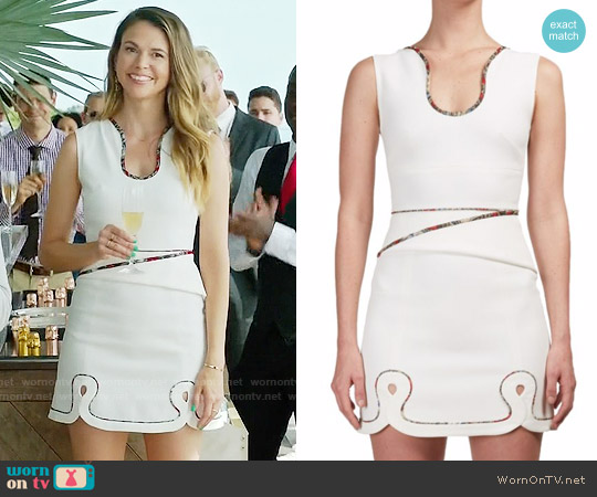 Roland Mouret Conrad Dress worn by Sutton Foster on Younger