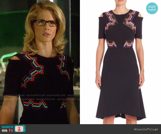 Roland Mouret Moresby Raffia Trim Stretch Crepe Dress worn by Felicity Smoak (Emily Bett Rickards) on Arrow