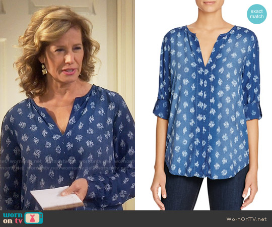 Side Stitch Shirred Roll Sleeve Chambray Top worn by Vanessa Baxter (Nancy Travis) on Last Man Standing