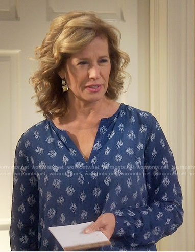 Vanessa's blue printed long sleeve top on Last Man Standing