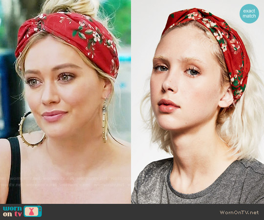 Zara Florla Turban Headband worn by Hilary Duff on Younger
