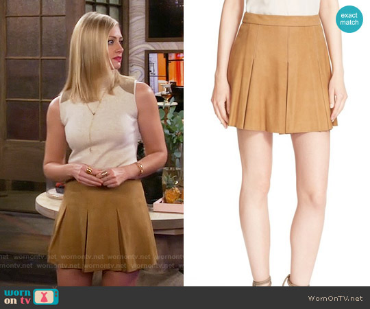 Alice + Olivia Lee Pleated Skirt in Tan worn by Caroline Channing (Beth Behrs) on 2 Broke Girls