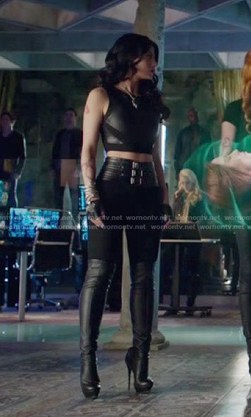 Isabelle's black belted leggings on Shadowhunters