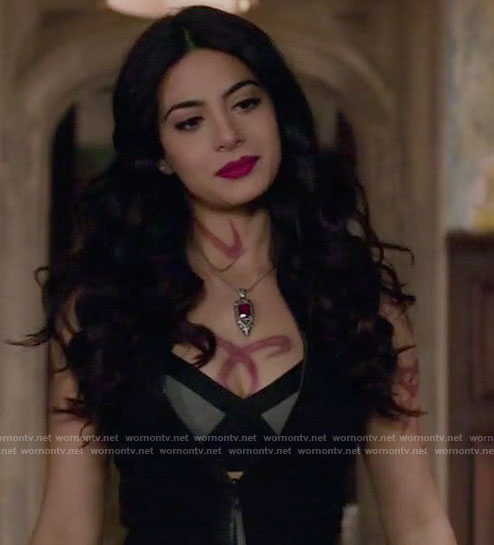 Isabelle's black and grey bra on Shadowhunters