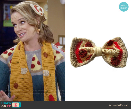 RebelSkein Pepperoni Pizza Hair Clip worn by Andrea Barber on Fuller House