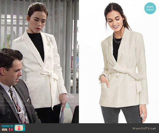Banana Republic Belted Shawl-Collar Blazer worn by Amelia Heinle on The Young & the Restless