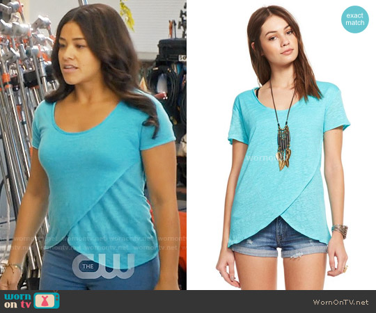 Chaser Linen Jersey Scoop Neck Tulip Hem Tee worn by Gina Rodriguez on Jane the Virgin
