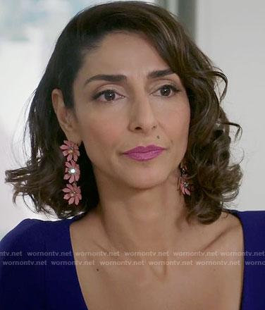 Delia's pink flower earrings on Girlfriends Guide to Divorce