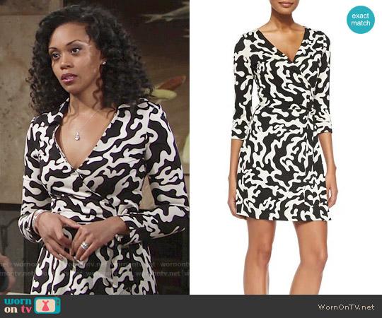 Wornontv Hilary S Black And White Printed Wrap Dress On