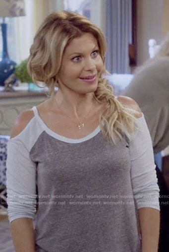 DJ's grey cold shoulder tee on Fuller House
