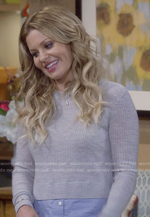 DJ's grey layered sweater on Fuller House